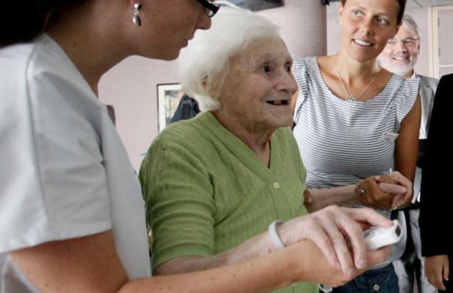 Jouer rire vieillir sante for Aide personnes agees maison retraite